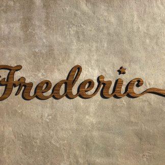 Dekoration Individueller Schriftzug aus lasiertem Holz