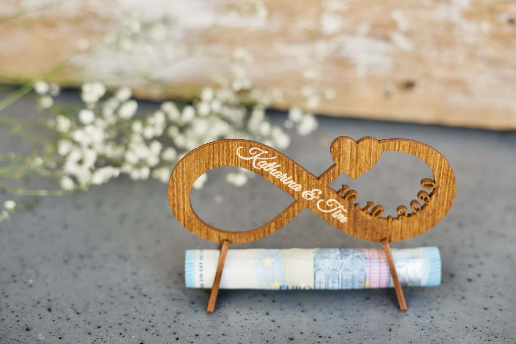 Unendlichkeit - Geschenk zur Hochzeit aus Holz