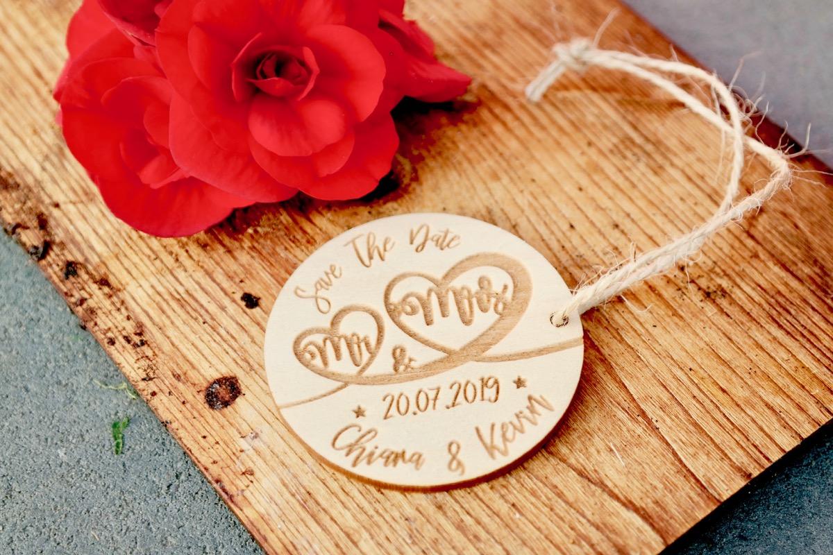 5er-Set Save The Date Karte Rund aus Holz Gravur Hochzeit ...