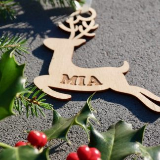 Weihnachten Weihnachtskugel mit Namen in Wunschfarbe– Rentier – Christbaumkugel Christbaumschmuck Weihnachtsbaumkugel