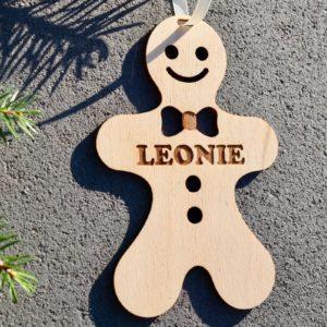 Weihnachten Weihnachtskugel mit Namen in Wunschfarbe – Lebkuchen-Männchen – Christbaumkugel Christbaumschmuck Weihnachtsbaumkugel