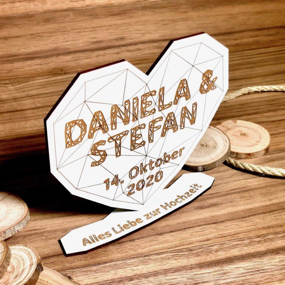 Das Hochzeitsgeschenk aus Holz im modernen Polygon Design