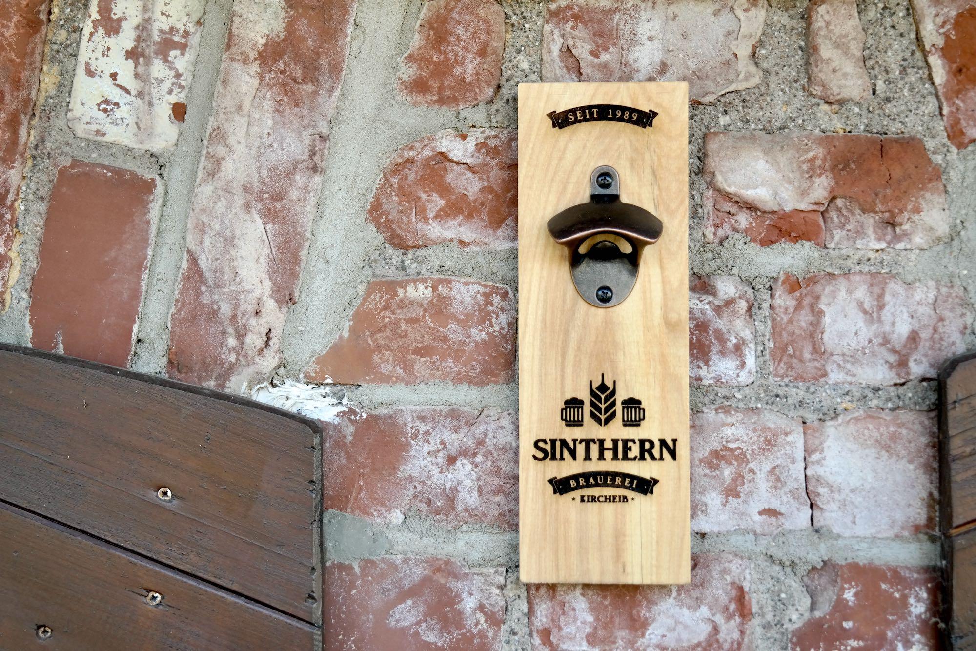 Wandflaschenöffner Holz